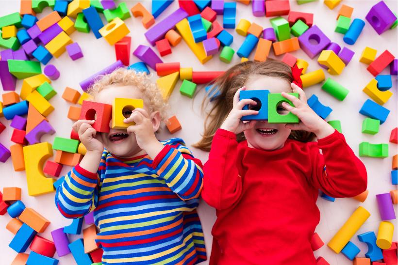 Esc di 10 mesi in Estonia: attività con bambini presso un asilo